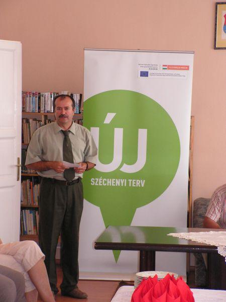 Polgármester Úr bemutatja a projektet